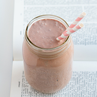 Chocolate-Dipped-Strawberry-Milkshake_THUMB