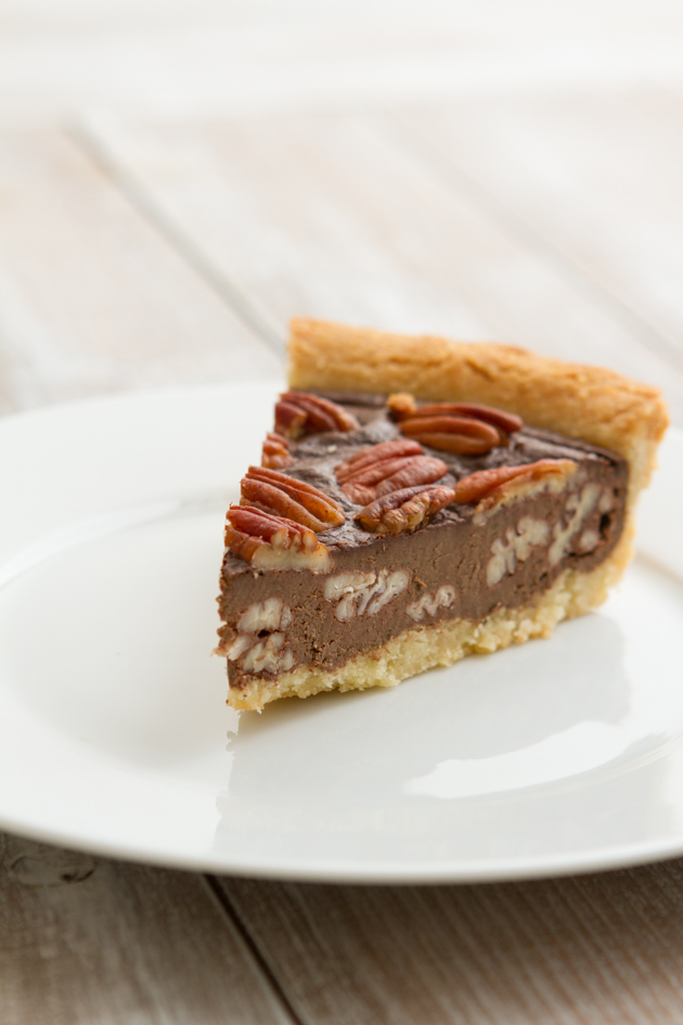 No Sugar! Low-Carb Chocolate Pecan Pie | Healthful Pursuit