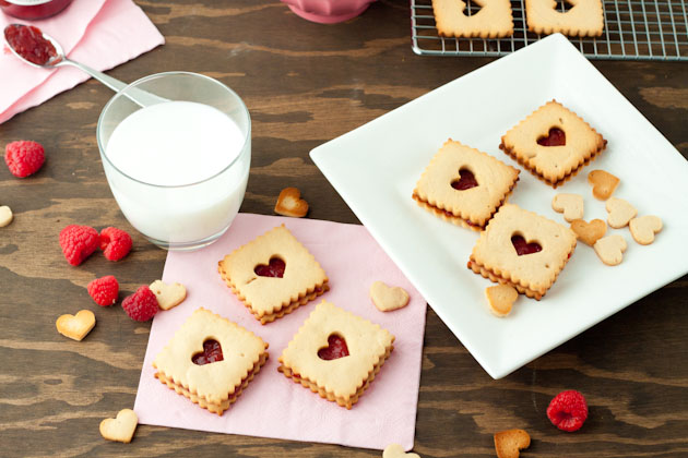 Raspberry Linzer Cookies (11)