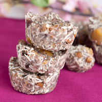 Thumbnail image for No bake Raspberry Cashew Granola Cakes