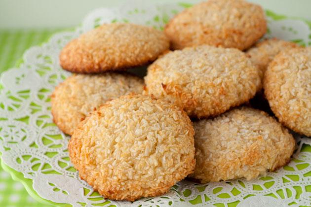 5 Ingredient Chewy Vanilla Coconut Cookies | Healthful Pursuit