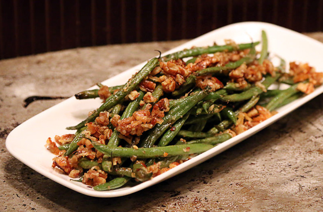 Roasted Pecan Green Beans #keto #lowcarb #highfat #theketodiet #ketochristmas #ketothanksgiving