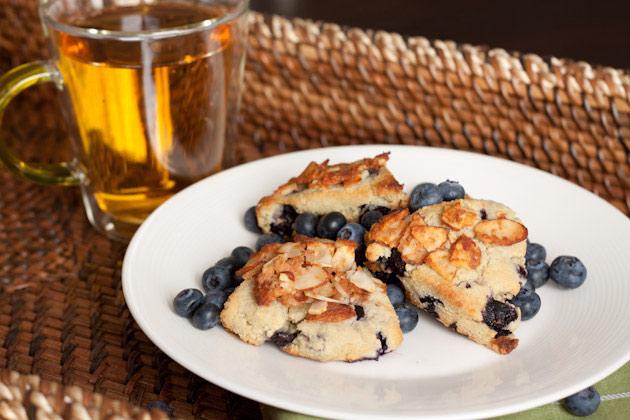 Oil-free Blueberry Streusel Scones #keto #lowcarb #highfat #theketodiet #ketobakedgoods #ketodesserts #eggfree #lakanto