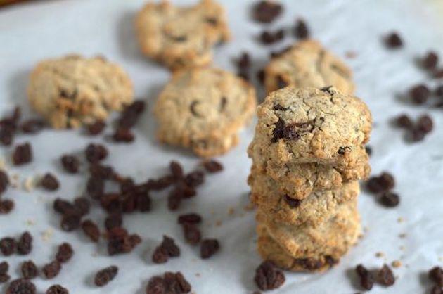Cinnamon Raisin Paleo Breakfast Cookies #keto #lowcarb #highfat #theketodiet #ketobakedgoods #ketodesserts #eggfree #lakanto