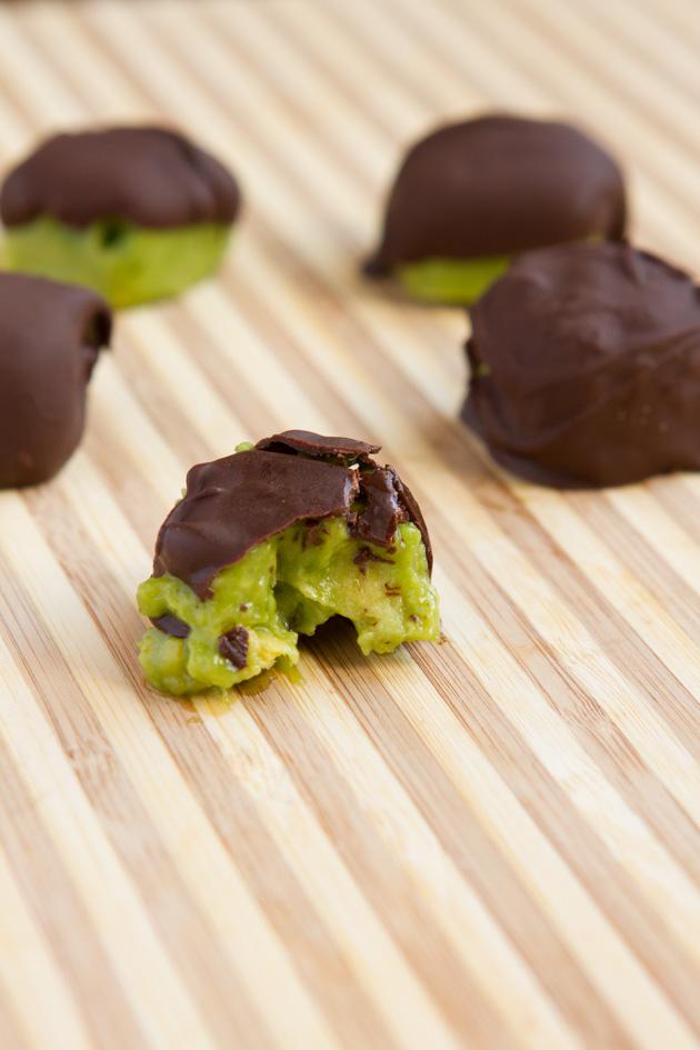 Chocolate Avocado Freeze Bites #lowcarb #keto #paleo