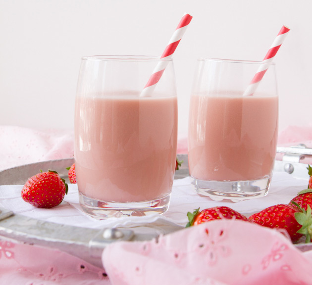 Creamy-Vegan-Strawberry-Milk2