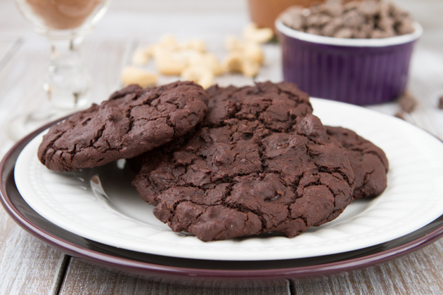 Grain-free and Vegan Flourless Fudge Cookies #vegan #grainfree #dairyfree