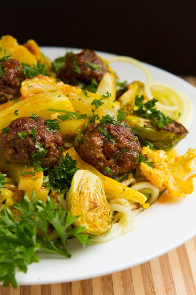 """Sriracha """"Spaghetti"""" + Meatballs #keto #paleo #grainfree"""