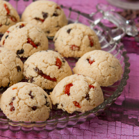 Superpower Macaroons with goji berries and cacao #vegan #glutenfree #paleo