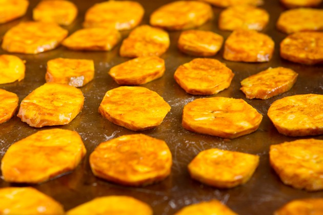 Turmeric Plantain Chips #vegan #paleo #grainfree