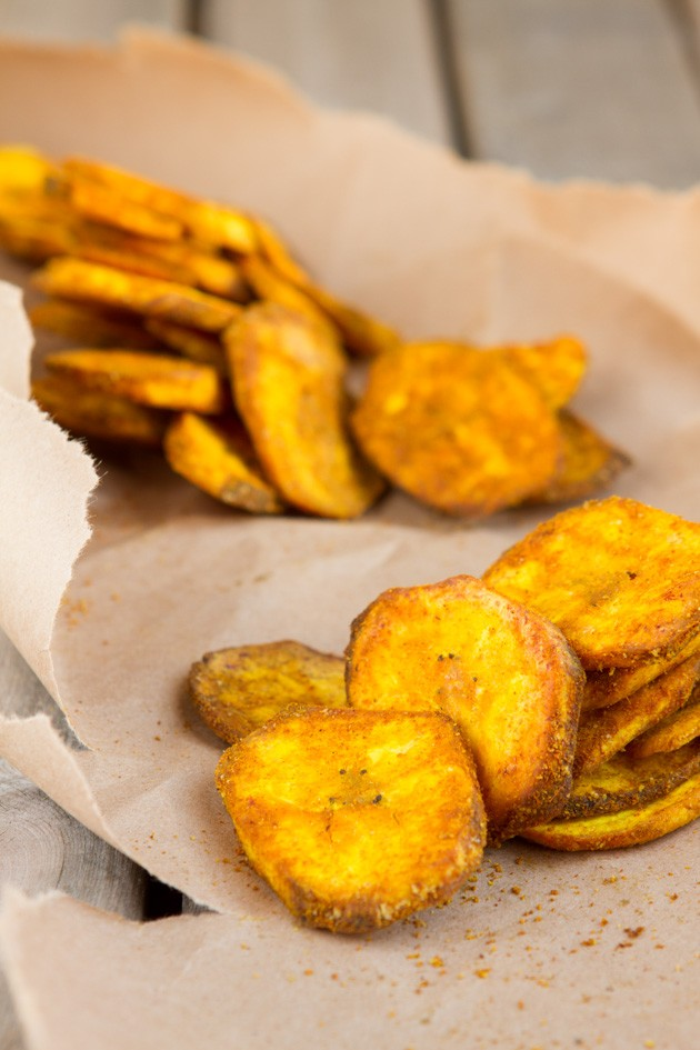 Turmeric Plantain Chips #paleo #vegan #grainfree